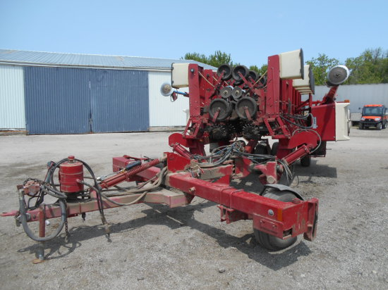 "Case-IH 900 Horizontal Fold 12-30"" Planter"