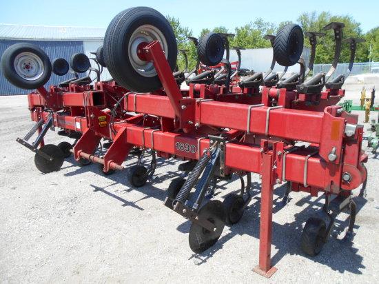 Case-IH 1830 12r Cultivator