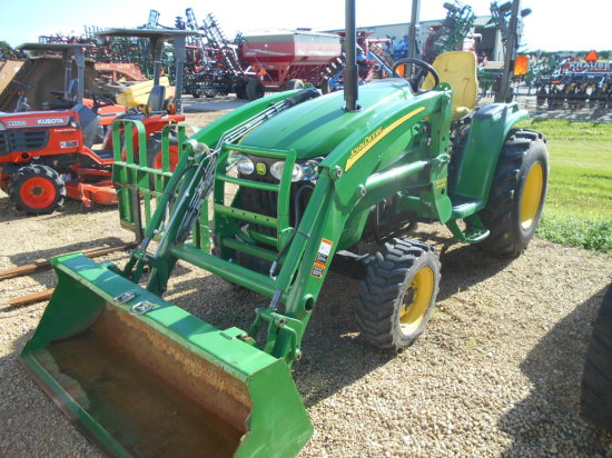 2007 JD 3320 MFD Tractor w/Loader