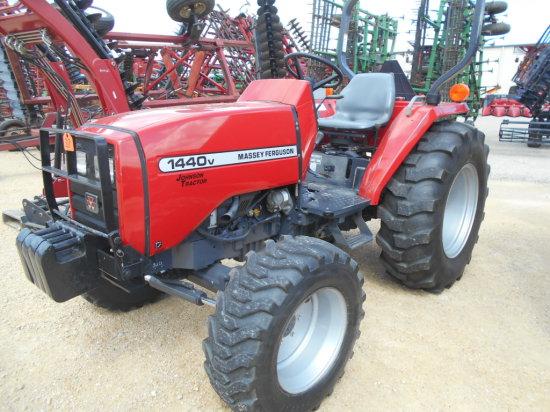 2004 Massey Ferguson 1440V MFD Tractor