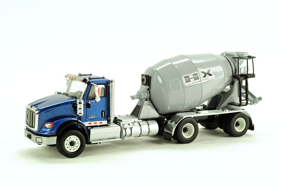 Western Star 4700 w/Spread Tandem Axle Mixer - Blue Cab