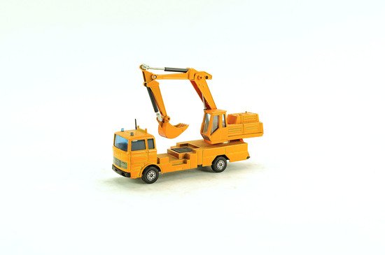Mercedes LP-1418/46 Truck w/International Harvester Crane