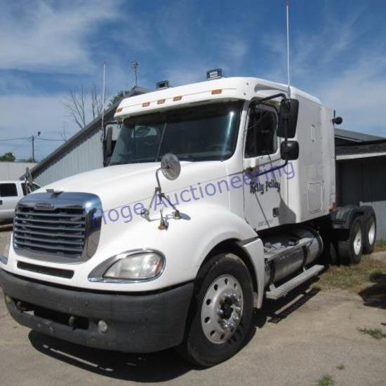 """03 Freightliner, Columbia truck tractor 52,000 GVWR, Diff lock, 10 speed, AC, sleeper,"
