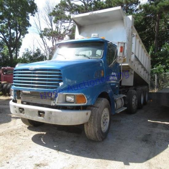 """""""2003 Sterling LT9500 dump truck Model LT9500, Eaton/Fuller 10sp, shows 852,444 miles"""