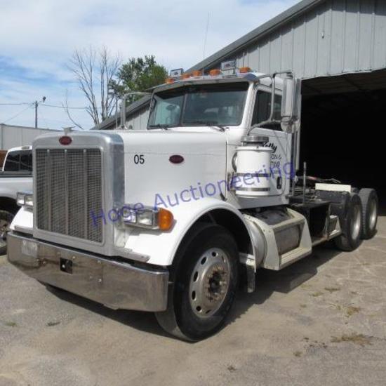 """2005 Peterbilt 379 truck/tractor title says 52,000 GVWR"