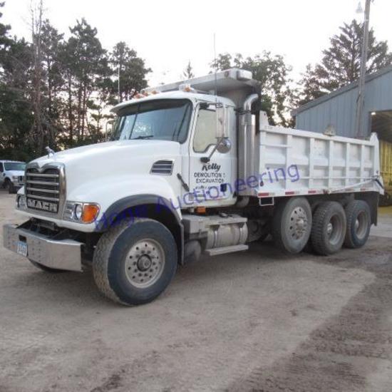 """2006 Mack dump truck, CV700 model 700 CV700"