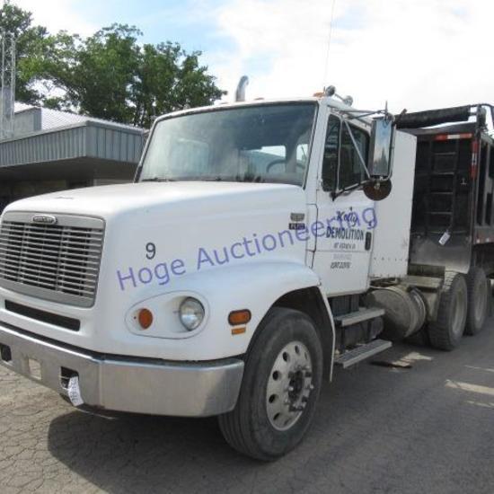"""2000 Freightliner FL112 truck/tractor wet kit, adjustsable 5th wheel"