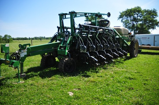 Great Plains YP 1225A twin row planter, 12 twin row set on 30 in. centers,