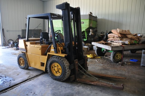 CAT V80F Forklift (diesel) w/ 6,000 lb. 20 ft. lift