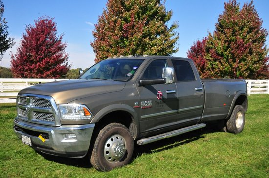 2014 Dodge Ram 3500 Laramie Heavy Duty 4x4 crew cab dually w/ 6.7 Cummins T