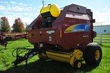 NH BR7090 Specialty Crop big round baler w/ net wrap, sprayer & monitor