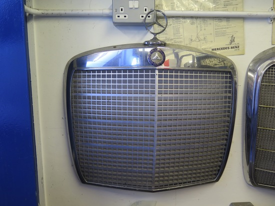 Mercedes- Benz 300SEL Grille
