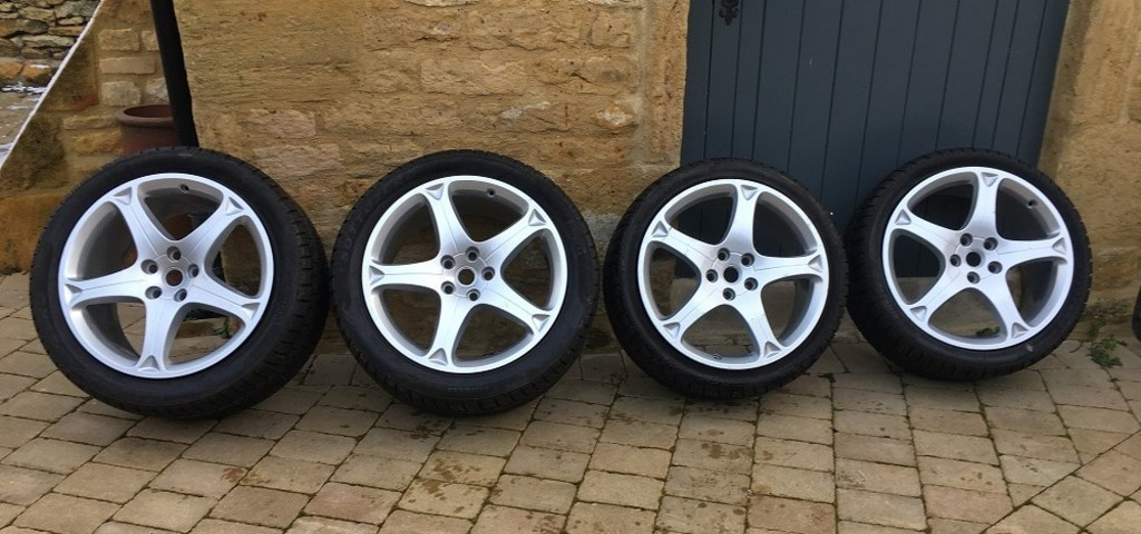 Four x Ferrari California (F149) rims & winter tyres