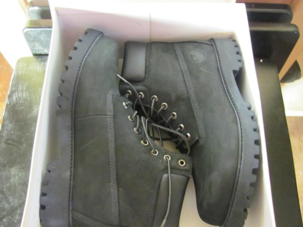 e22bf529e31 Lot: St. John's Bay 10 M Black Hiking/Work Boots – Lug Soles – New ...