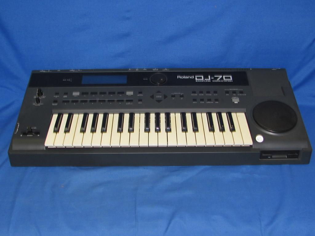 Roland DJ-70 Sampling Workstation 37 Key Keyboard