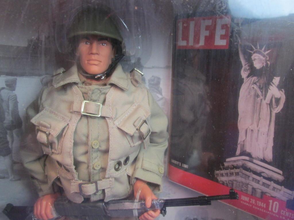 OPERATION OVERLORD HISTORICAL LIFE EDITIONS FIGURE HASBRO . GI JOE D-DAY Toy
