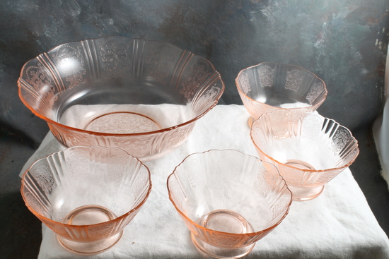 Pink Depression Sweetheart Glass Fruit Bowl and 4 Matching Berry Bowls