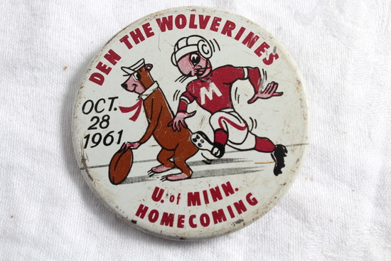 1961 U of M Gophers vs Michigan Homecoming Pinback Den The Wolverines