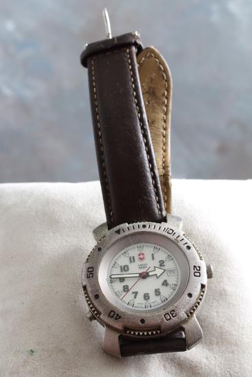 Swiss Army Working Wrist Watch with Leather Band