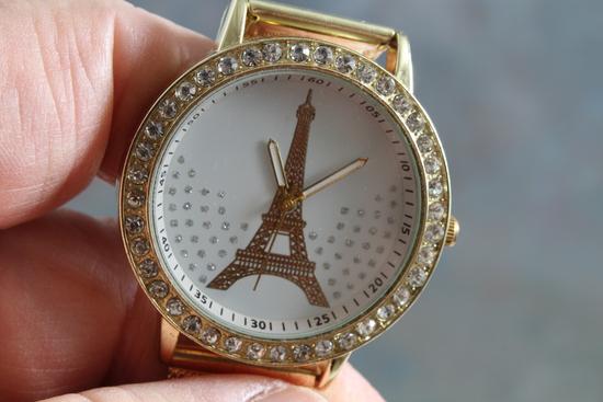 Souvenir Eiffel Tower Wristwatch Gold Mesh Band Rhinestones in Working Condition