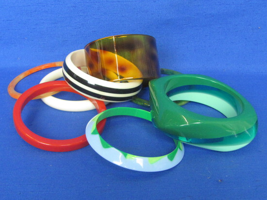 Lot of Fun Plastic & Acrylic Bracelets – Most are Bangle