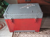 """Texas Trunk Co 1974 – Painted w/double sided latches –23 ½"""" x 14 1/2"""" x 18 1/4"""" T"""