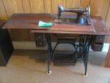"Vintage Singer Treadle Sewing Machine - Cast Iron Base – 30"" T – 4 drawers"