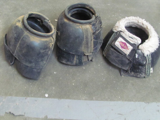 Set of Medium Bell Boots & 1 Bell Boot of different brand (see photo)