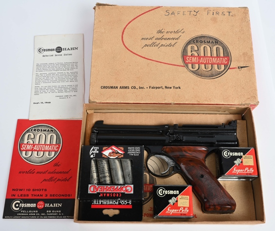 CROSSMAN MODEL 600 AIR PISTOL IN BOX W/ ACCESORIES