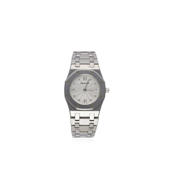 A LADIES STAINLESS STEEL AUDEMARS PIGUET ROYAL OAK BRACELET WATCH CIRCA 2004