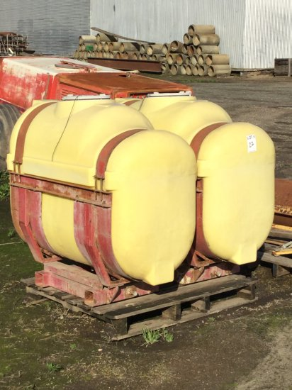 Set of 150 Gallon Poly Side Tanks