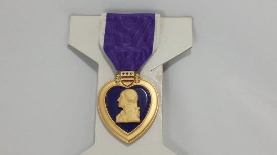 Authentic U.S. PURPLE HEART Military Combat Medal