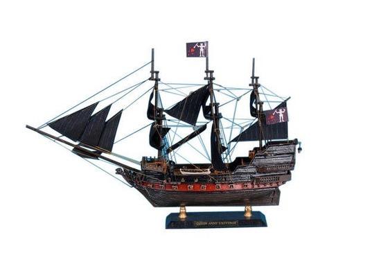 Blackbeards Queen Annes Revenge Limited Model Pirate Ship 15in.