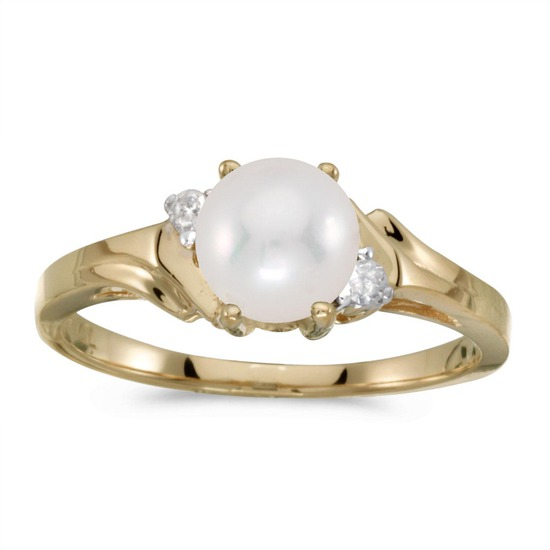 14k Yellow Gold Pearl And Diamond Ring 0.04 CTW