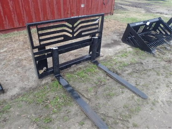 Heavy Weight Forks 4500lbs. JD Hookup