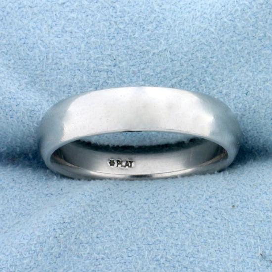 Classic Wedding Band Ring In Platinum