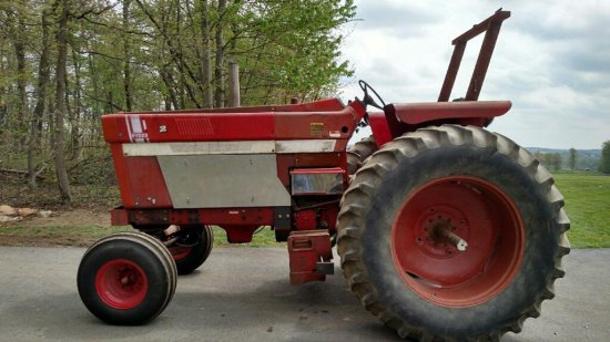 1976 IH 1066 with STRONG 466, set up to pull  Has triple