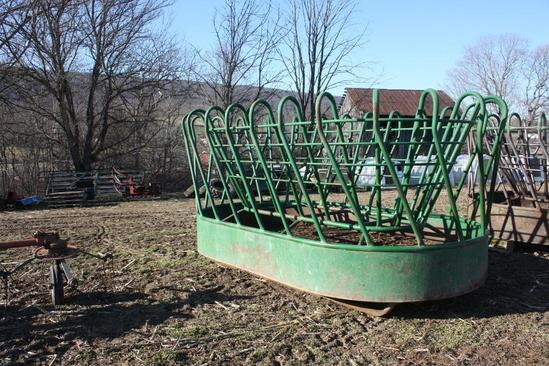 Oval shaped, Round bale feeder,