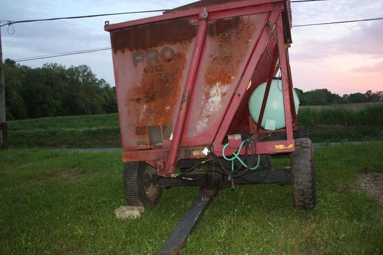 Miller Pro 4012 side dump forage wagon