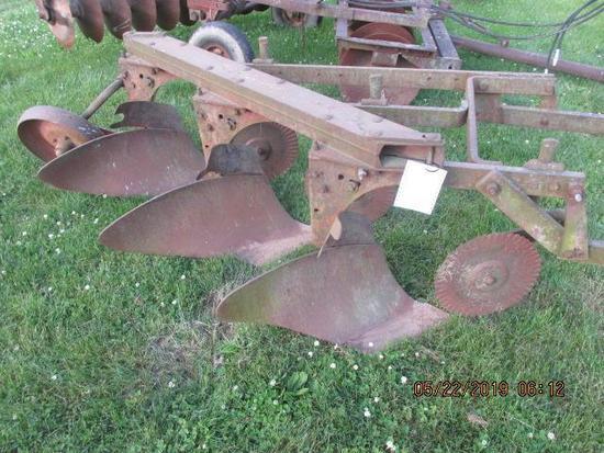 IH 311 fast hitch plow,