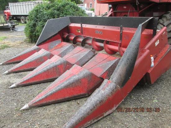 Case/IH 1044 corn head in excellent condition and appearance