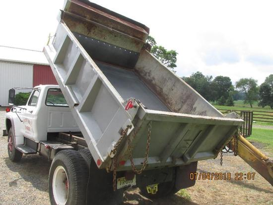 1977 Ford F-700 dump truck with 86,000 miles, 5 speed trans, 25,500 GVWR