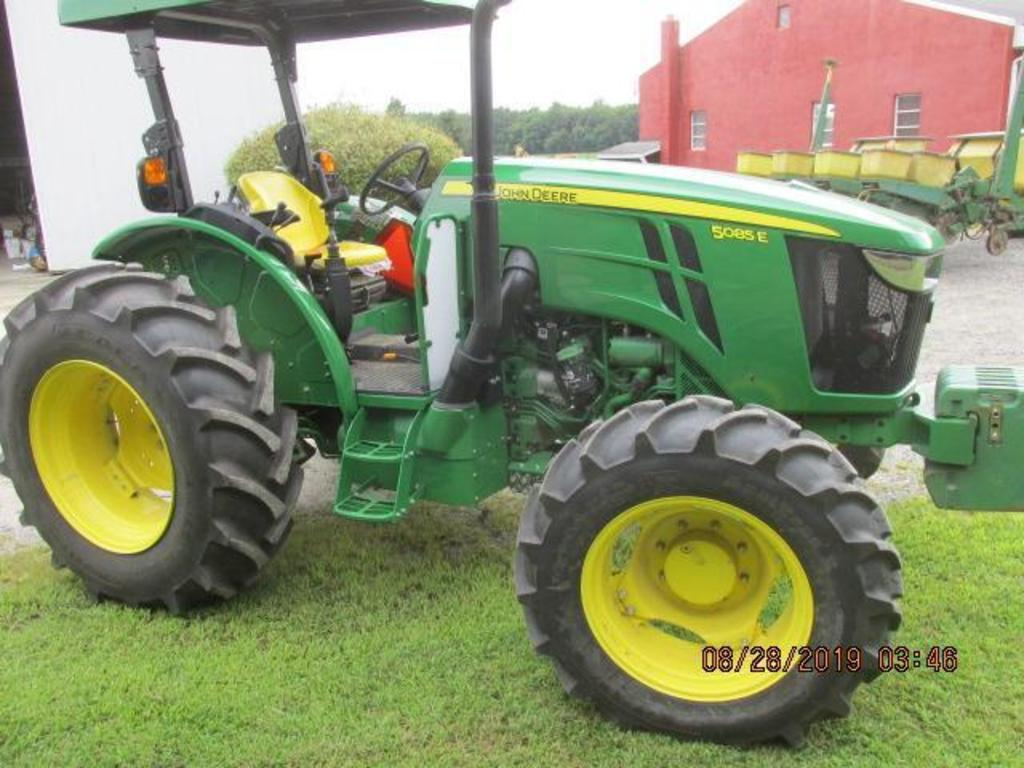 JD 5085E mfd, 85 HP, 2016 model with only 70 total hours