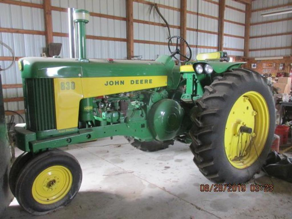 JD 630, S# 02951, deluxe seat, 3 pt, factory fenders, front frame weights,