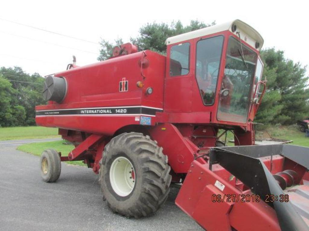 IH 1420 with 3520 engine hours, S# 5968,