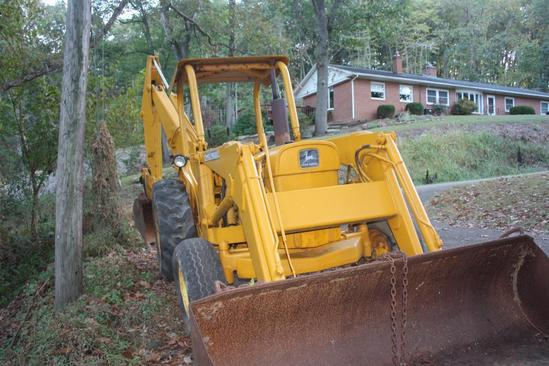 JD 300 3 cylinder Diesel loader backhoe in nice condition;