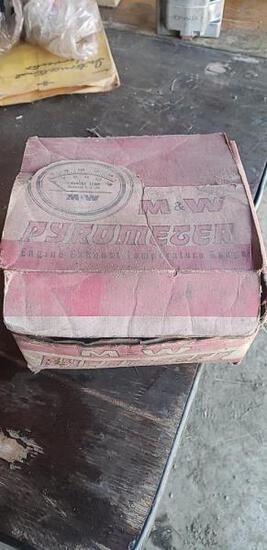 M&W Pyrometer