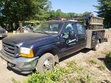 2001 Ford F350 XL Super Duty Crew Cab Truck