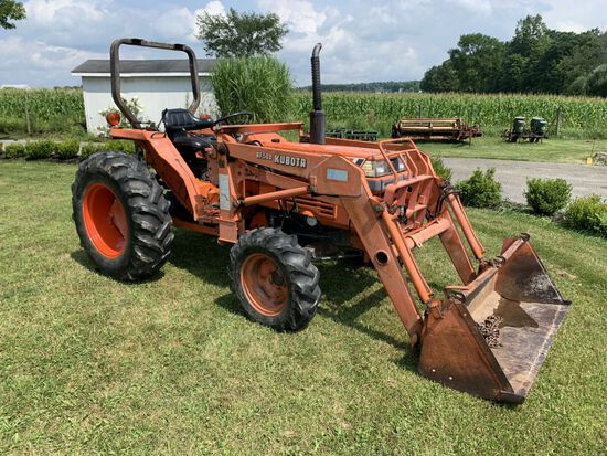 Kubota L2850 Diesel  tractor with BF500 loader