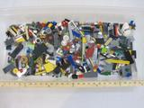 Approx 2 Pounds of Assorted Lego Pieces, see pictures